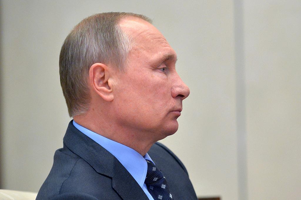 Владимир Путин ответил Стоуну на вопрос о желании стать царем