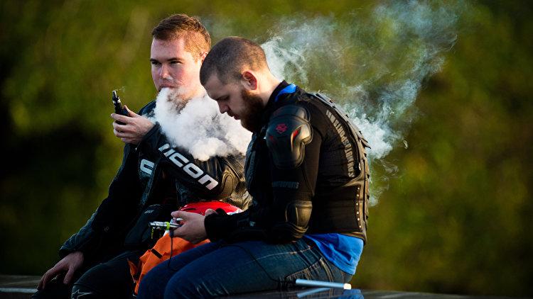 Электронные сигареты повреждают ткани десен