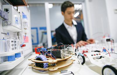 Губернатор Борис Дубровский поручил открыть сеть детских технопарков вЧелябинской области