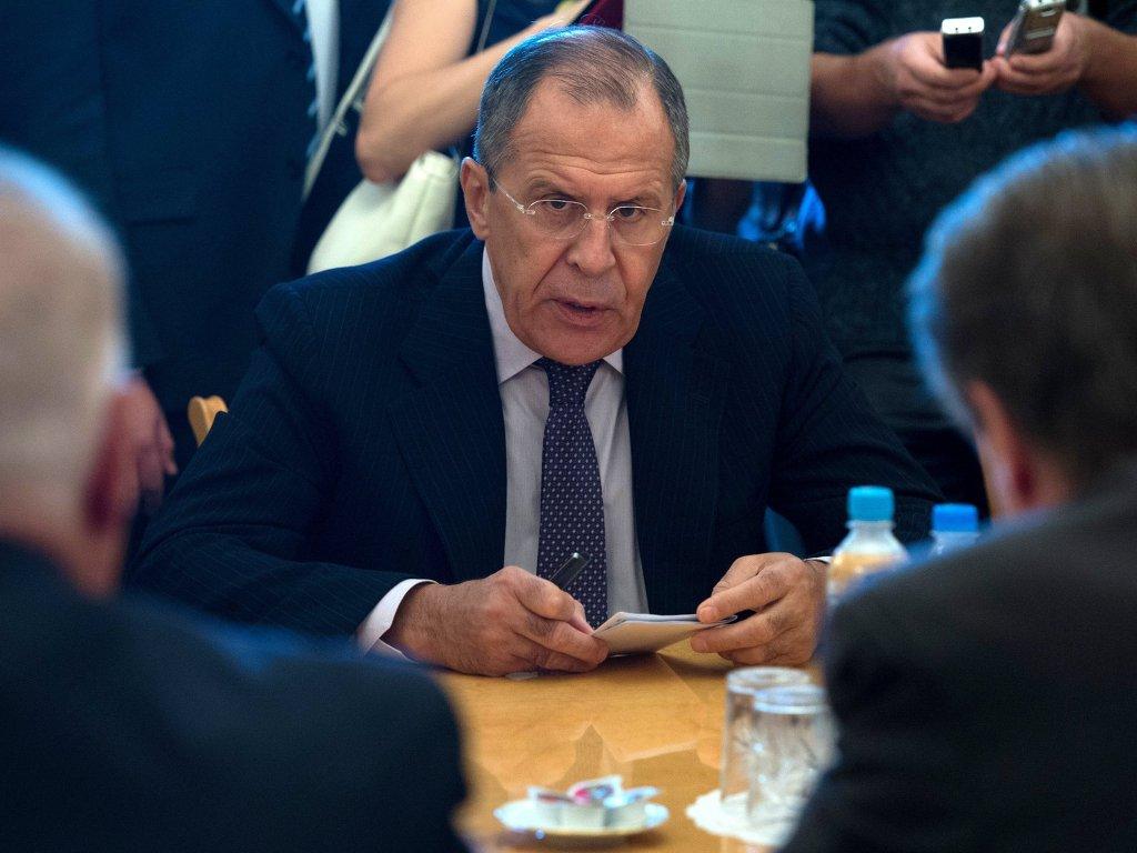 Россия не изменит свою позицию по Украине под санкциями, заявил Лавров