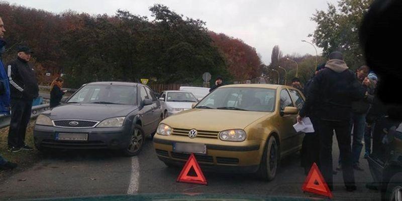 Награнице соСловакией владельцы автомобилей заблокировали КПП «Ужгород»