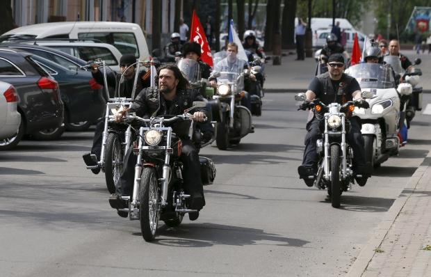 Таможенники смотрят, чтобы «Ночные волки» несворачивали в государство Украину