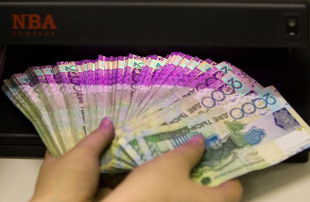 Благодаря ослаблению тенге казахстанцы увеличили свои вклады