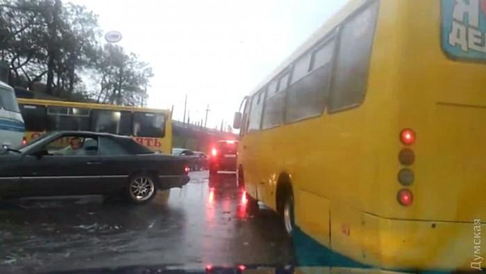 ВУкраинском государстве из-за непогоды обесточены неменее 270 населенных пунктов в11 областях