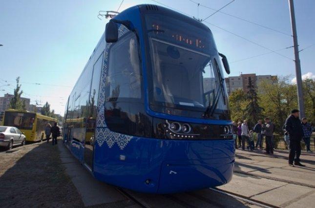 ВКиеве появился бесшумный трамвай свидеонаблюдением икондиционерами