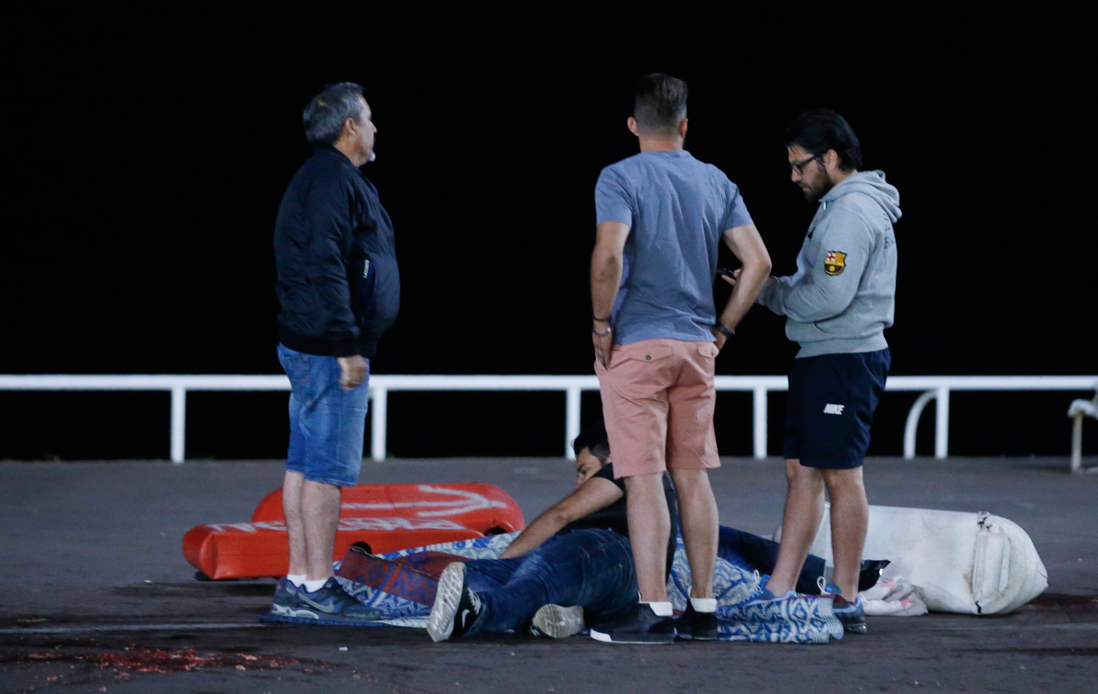 СРОЧНО! Теракт в Ницце, что произошло и как погибло 84 человека хроника (8 фото + 8 видео)