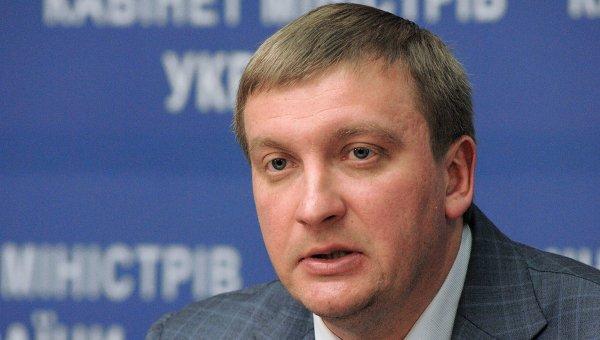 Украинский министр объяснил быстрый рост своих доходов курсом доллара