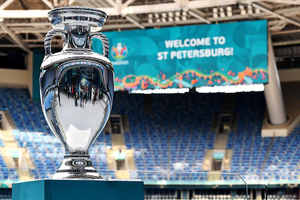 Сегодня стартует самый необычный чемпионат Европы по футболу в истории