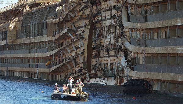 """Затонувший в Затоке катер """"Иволга"""" подняли на поверхность, - Зубко - Цензор.НЕТ 3486"""