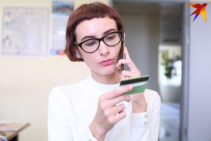 Еще один банк приостановил выдачу наличных с кредитных карт