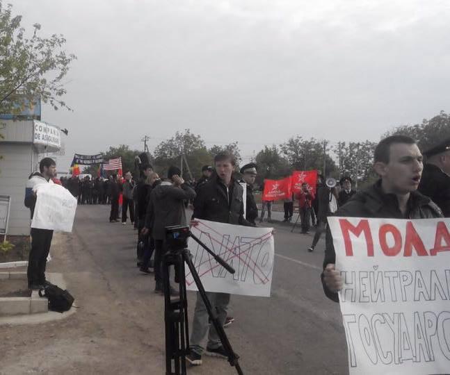 Колонна военной техники США пересекла границу Молдавии нафоне массовых протестов
