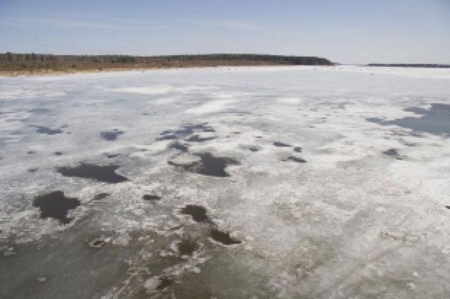 НаХарьковщине двое детей провалились под лед, один изних умер