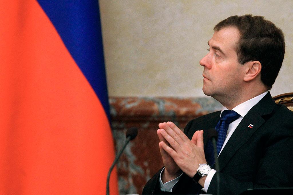 Медведев: пенсионеры получат единовременную выплату в 5 тыс. руб. в январе 2017 года
