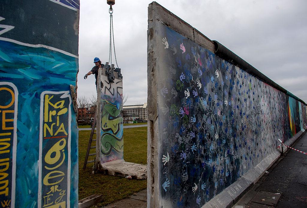 berlin wall essay example