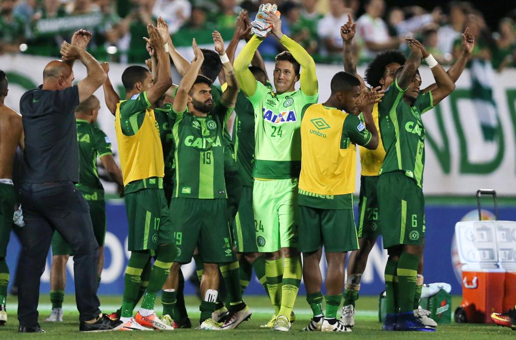 Трагедия. В Колумбии разбился самолет с бразильскими футболистами на борту.