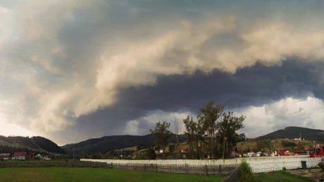 ВРумынии из-за мощного урагана погибли 8 человек, неменее 60— травмированы