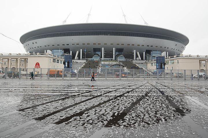 Служебные собаки разрыли футбольное поле стадиона «Санкт-Петербург» впоисках взрывных устройств