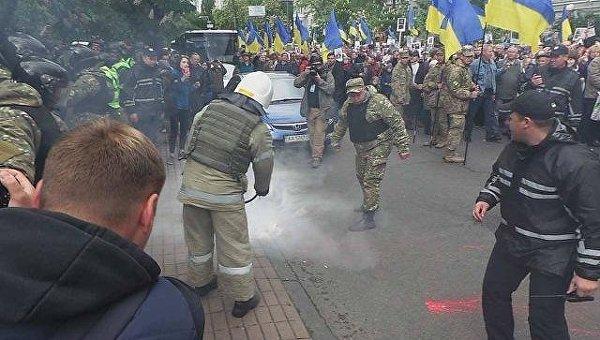 ВКиеве милиция отнимает георгиевские ленточки уучастников «Бессмертного Полка»