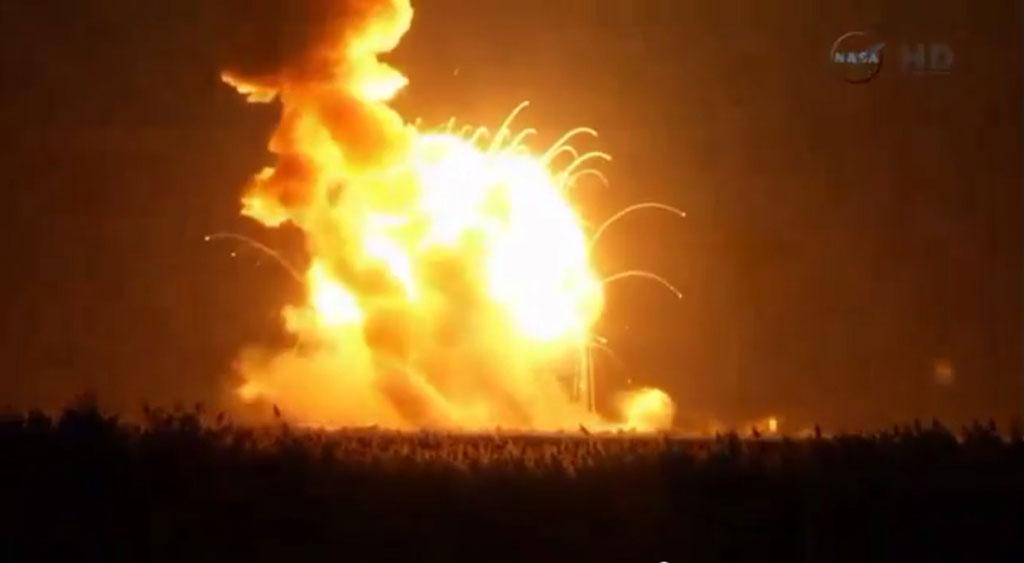 Американская ракета Antares взорвалась на старте