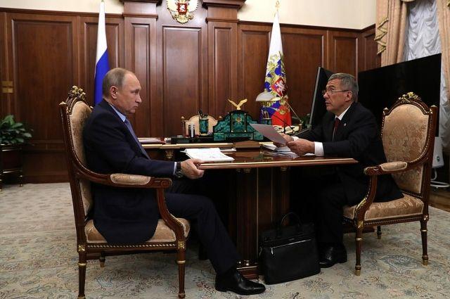 Минниханов поведал Путину опроблеме сдольщиками вТатарстане