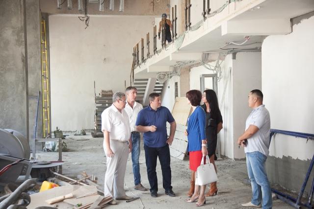 Андрей Бочаров проверил ход реконструкции вмузее им.Машкова 0