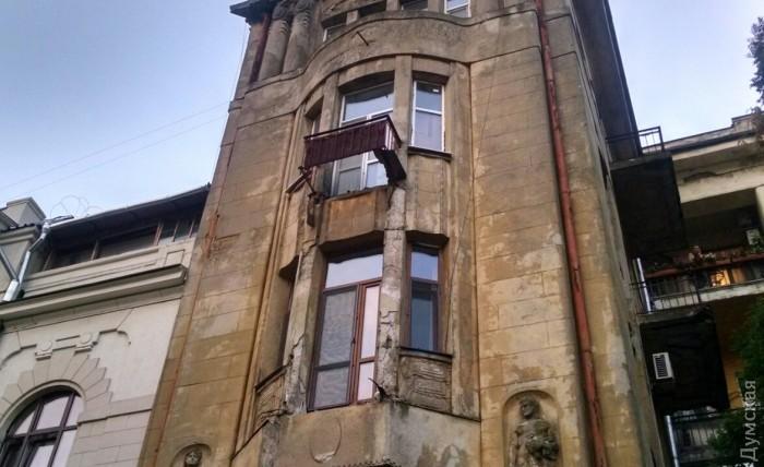 ВОдессе обвалились балконы впятиэтажном доме