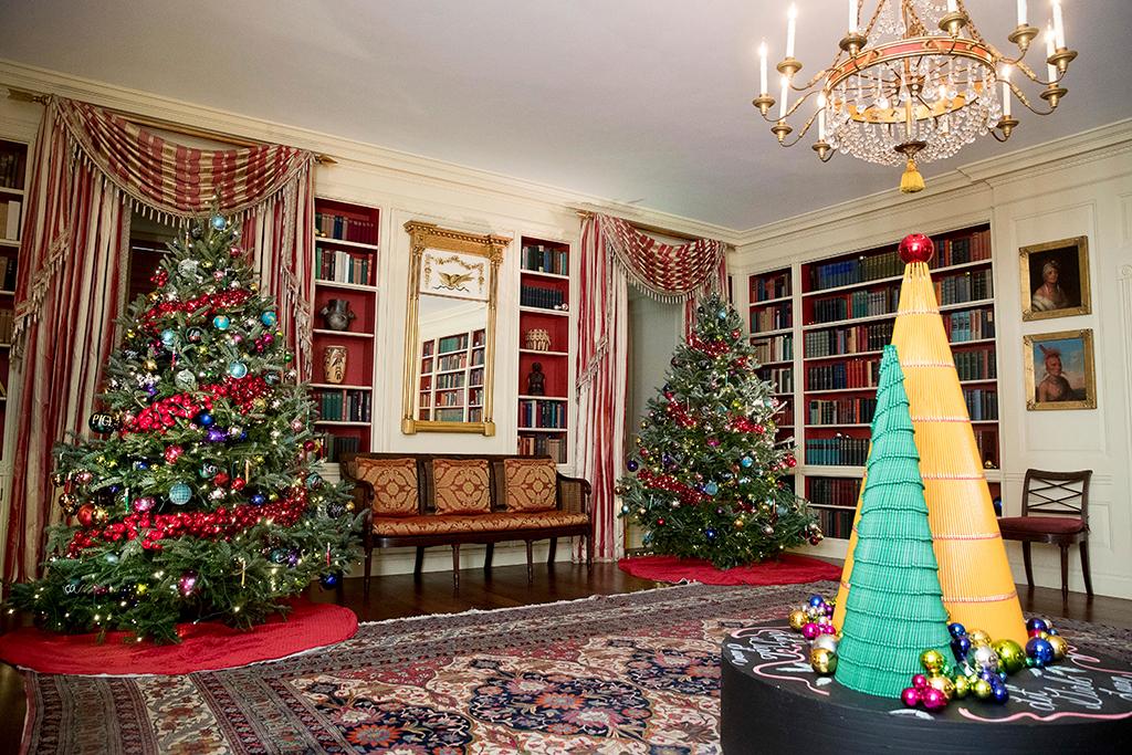 Библиотека Белого дома тоже украшается к Рождеству