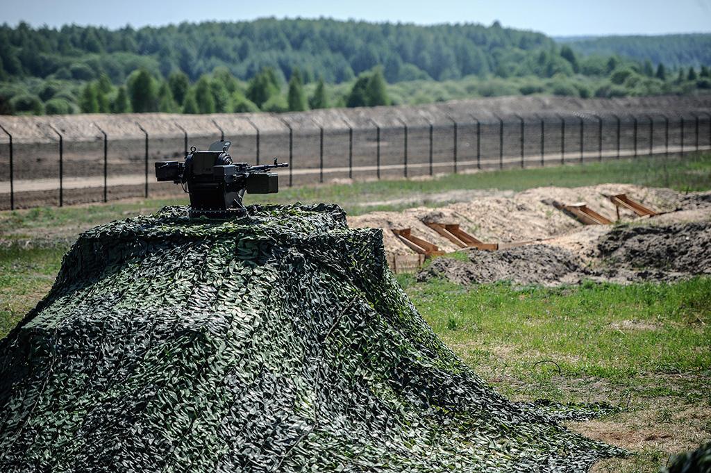Украина начала строить защитную стену в Луганской области