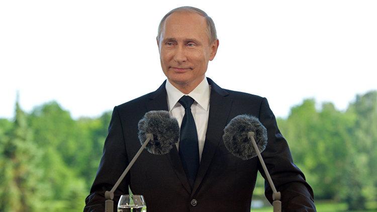 Путин поздравил жителей столицы сДнем города