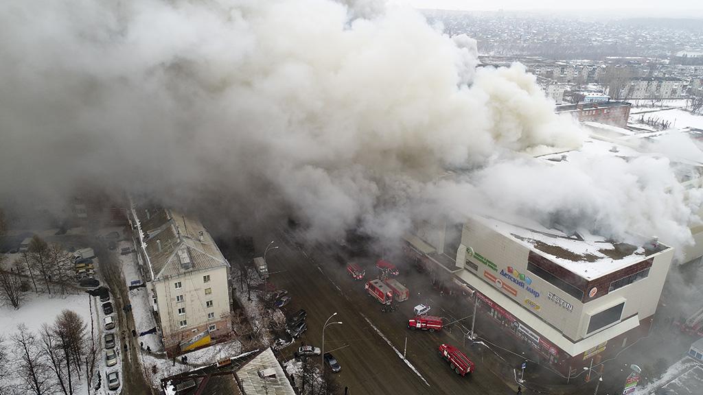 Срочно: Пожар в Кемерово - погибло 64 человека в Торговом центре, что известно, кто виноват (37 фото + 5 видео)