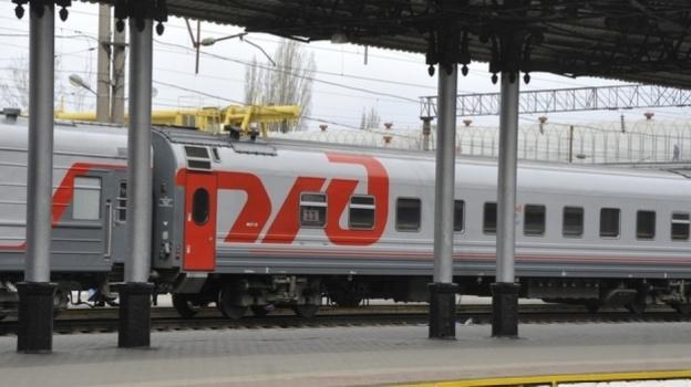 Петербург: Продуктовая тележка задержала поезд Адлер