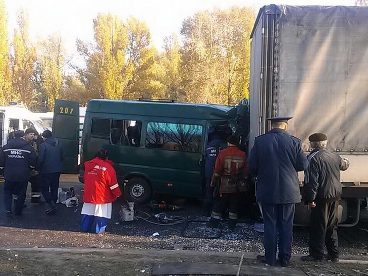 ВДнепре врезультате ДТП пострадало более 10 пассажиров маршрутки
