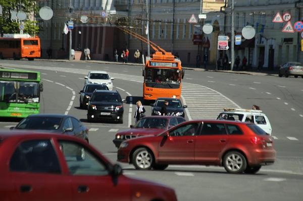 Легковушка столкнулась с фургоном вНижегородской области, погибли 5 человек