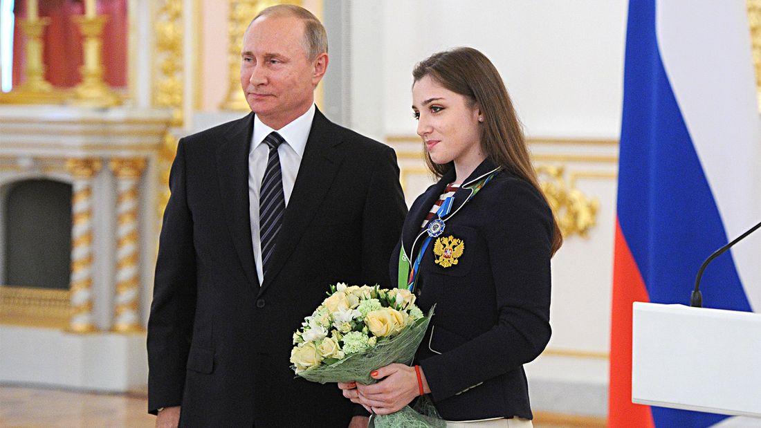 Она повторила рекорд Хоркиной и выиграла две Олимпиады. Легендарную гимнастку Мустафину проводили из спорта