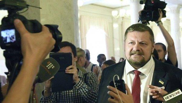 Народный депутат Мосийчук задекларировал $183 тыс., €145 тыс. наличных иколлекцию холодного оружия