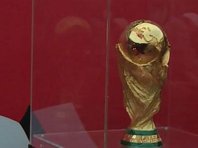 Саратовским спортсменам показали кубок Чемпионата мира FIFA