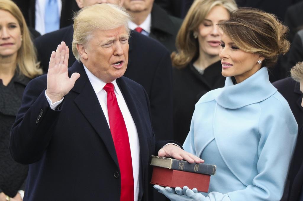Дональд Трамп принес присягу в качестве 45-го президента США