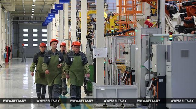 Сконвейера завода «БелДжи» сошёл 1-ый белорусский Geely