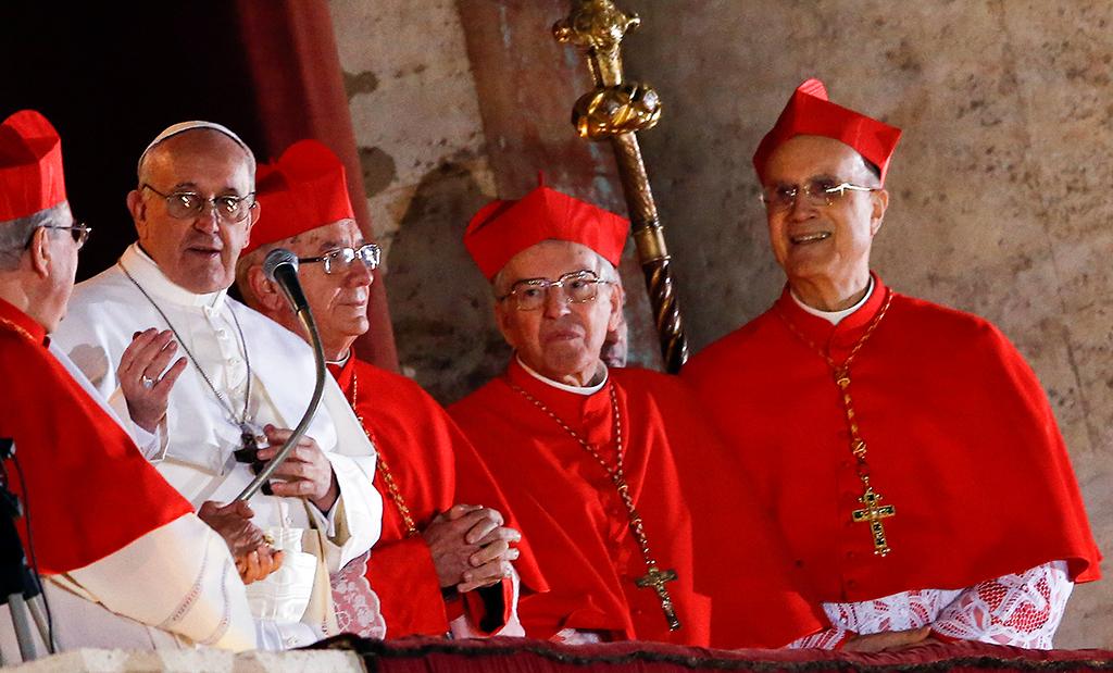 Новым папой римским стал иезуит из латинской америки новости.