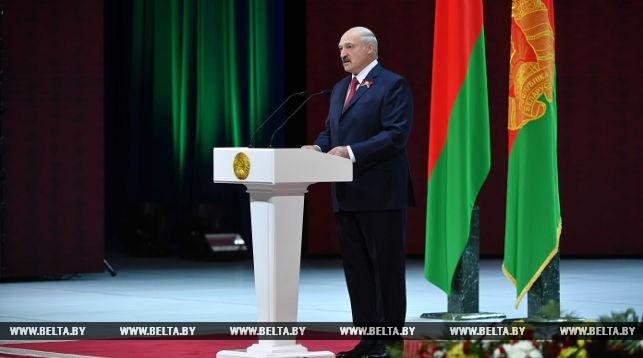 ВДень независимости республики Белоруссии Путин поздравил Лукашенко и поведал о последующем сотрудничестве