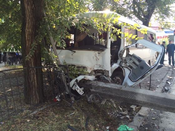 ДТП вТаганроге: два человека погибли, неменее 10 пострадали