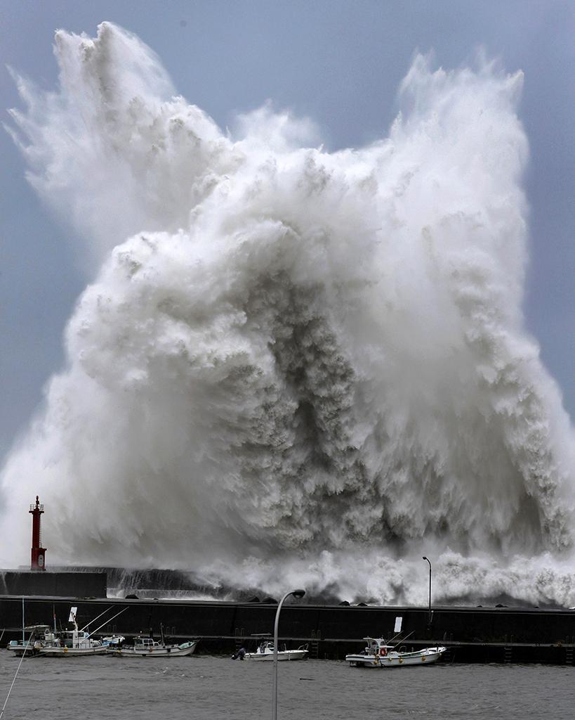 сильный дождь из-за тайфуна «Джеби» Image585484_436bc3219d0840ec894380c39a15a8f0