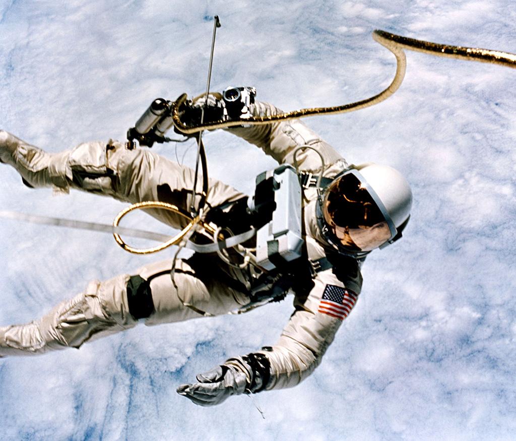 Картинка выход в космос