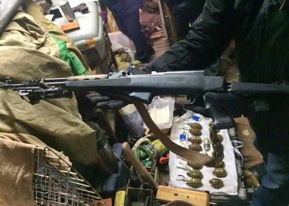 НаОболони вКиеве мужчины продавали боевые гранаты