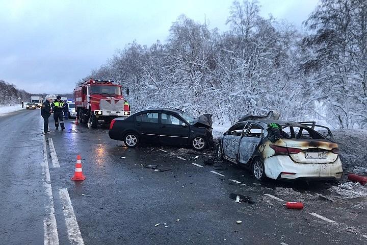 Женщина и двое детей погибли в ДТП в Ленобласти. Еще три человека пострадали