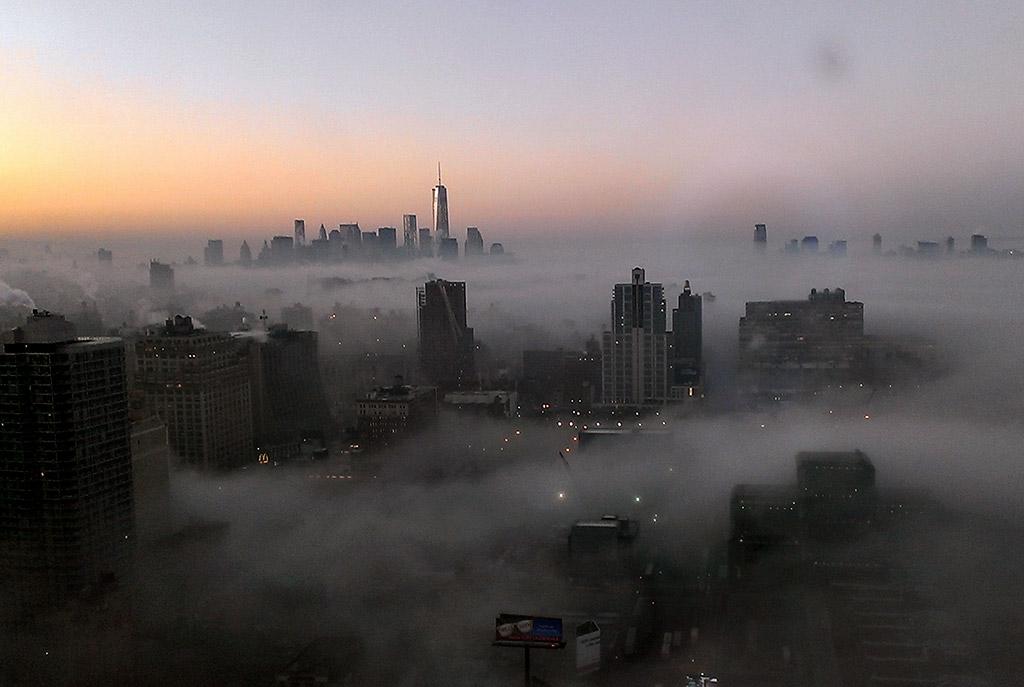 картинка тумана в городе сколько людей