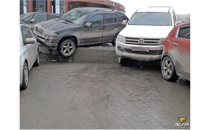 ВОмске жертвой тройного ДТП стал шофёр без прав