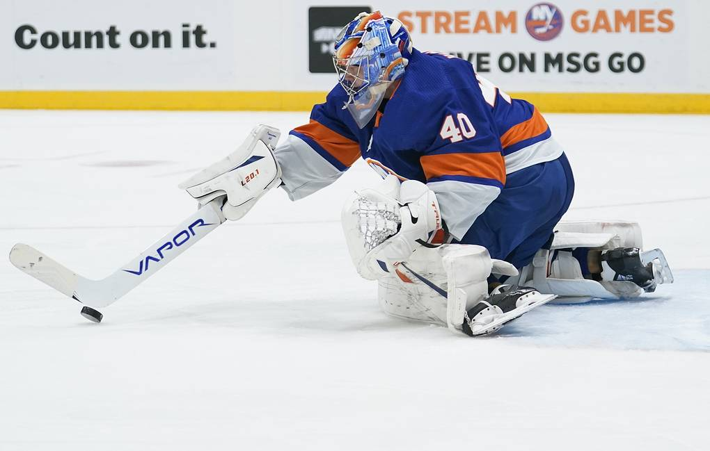 Вратарь «Айлендерс» Варламов стал третьей звездой недели в НХЛ