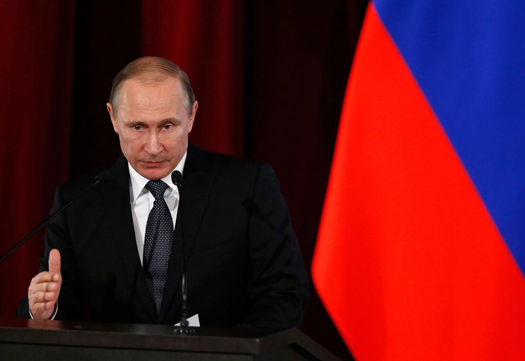 Путин сравнил коммунистическую идеологию с христианством