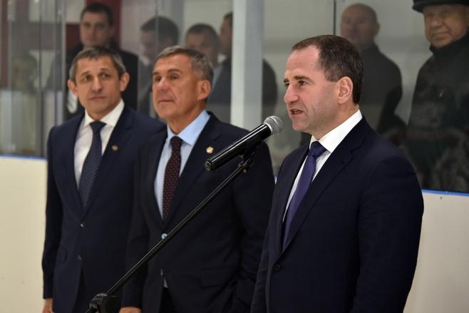 Михаил Бабич иРустам Минниханов вТюлячинском районе открыли новый ледовый дворец